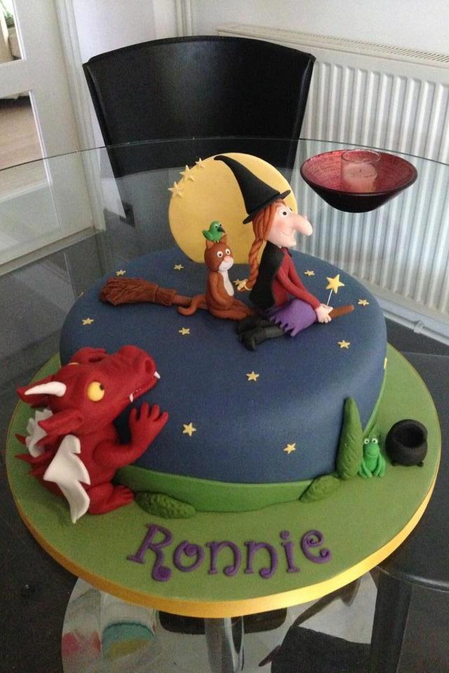 Room-on-the-broom-cake