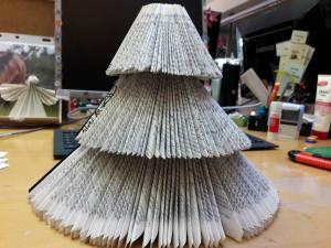 buch-weihnachtsbaum Bücherei Lauenburg